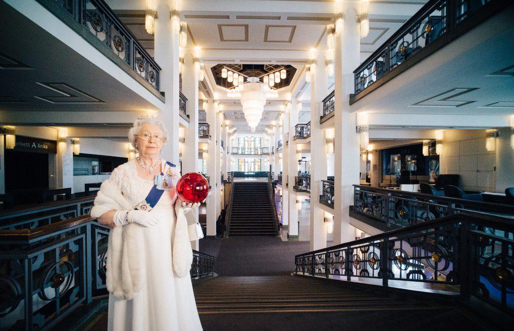 Die Queen im Palast