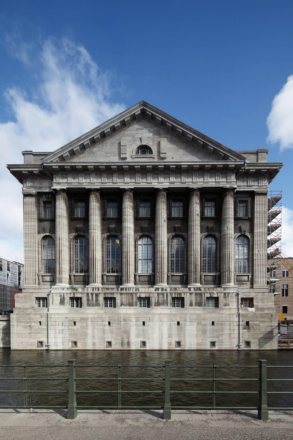 5 orte die sie in berlin heute besuchen k nnen friedrichstadt palast. Black Bedroom Furniture Sets. Home Design Ideas